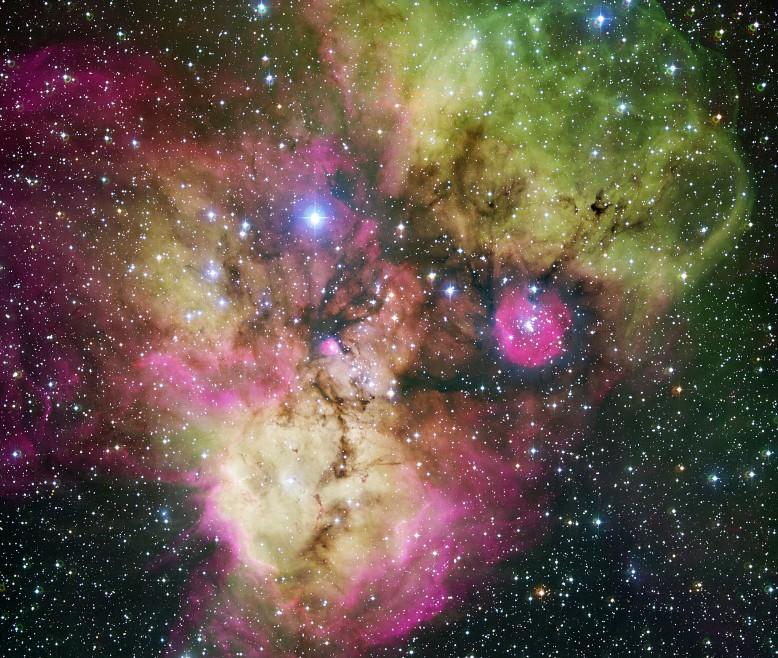 Рассеянное скопления с эмиссионной туманностью NGC 2467. Фото ESO
