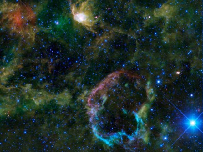 Туманность Медузы (IC 443). Фото NASA/JPL-Caltech/UCLA