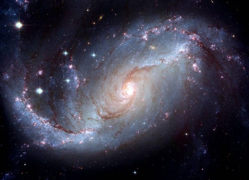 Спиральная галактика NGC 1672. Фото NASA, ESA