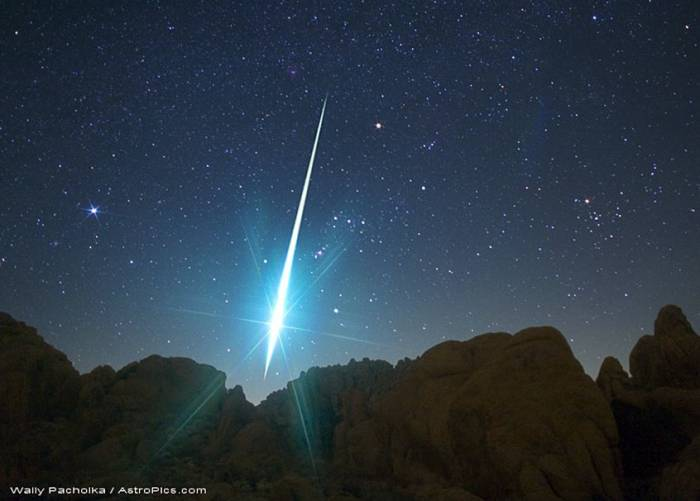 Падение метеора в пустыня Мохаве. Фото Wally Pacholka (AstroPics.com, TWAN)