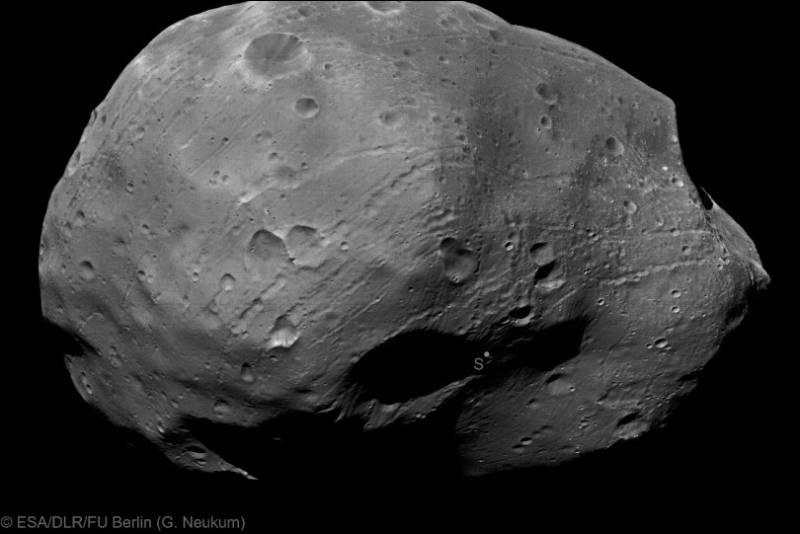 Фобос 9 января 2011 года с расстояния около 100 км. Фото: ESA / DLR / FU Berlin (G. Neukum)