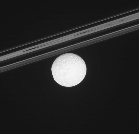 Мимас. Фото NASA/JPL/SSI