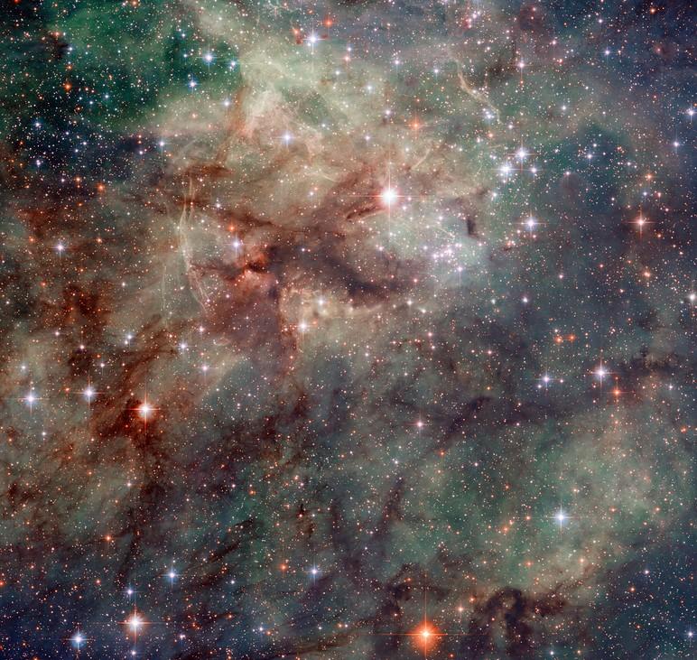 Опубликован новый снимок центральной части туманности Тарантула (3 фото + видео)