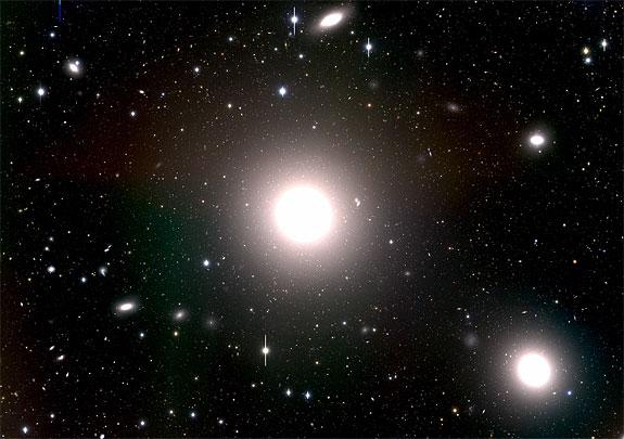 Эллиптическая галактика M87. Фото NASA