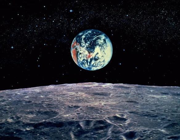 Роскосмос будет возить туристов к Луне уже в 2014 году