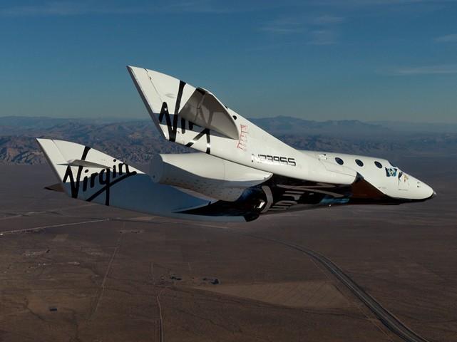 Суборбитальный космический корабль SpaceShipTwo во время испытательного полета. Фото Virgin Galactic.
