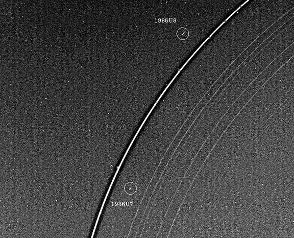Два спутника-пастуха, связанных с кольцами Урана, обнаруженные«Вояджером-2». Фото NASA / JPL