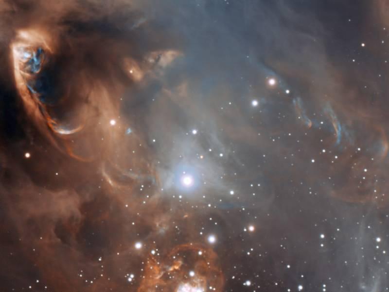 Область звездообразования в туманности NGC 6729. Фото ESO