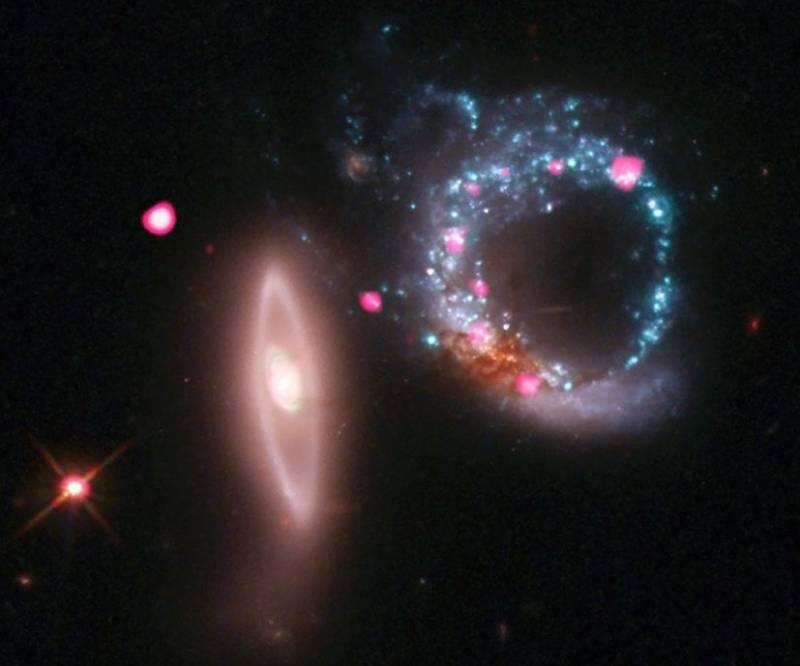 Пара взаимодействующих галактик Arp 147