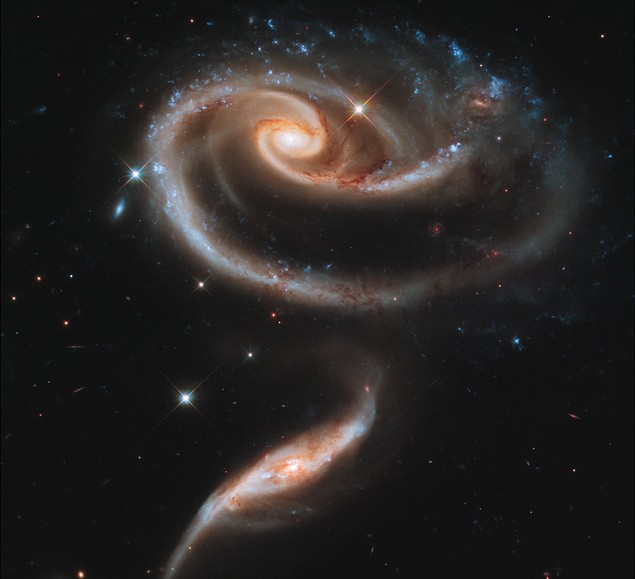Пара взаимодействующих галактик Arp 273. Фото NASA, ESA, and the Hubble Heritage Team (STScI/AURA)