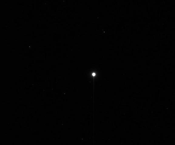 Первый снимок астероида Веста выполненный аппаратом Dawn с расстояния примерно 1 миллион 210 тысяч километров. Фото NASA / JPL-Caltech / UCLA / MPS / DLR / IDA