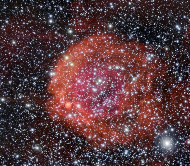 Рассеянное скопление с эмиссионной туманностью NGC 371. Фото ESO/Manu Mejias