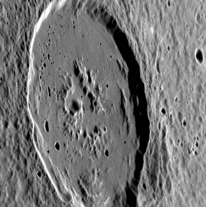 100 километровый кратер Atget