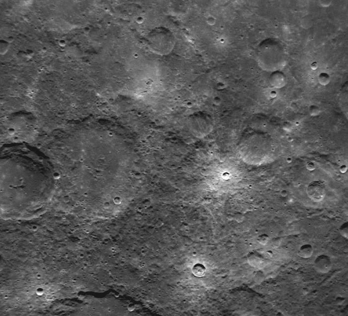 Находящийся на орбите Меркурия аппарат «Мессенджер» отправил на Землю первые снимки (продолжение) (5 фото)