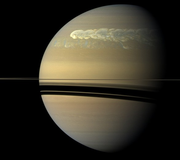 Шторм на Сатурне догоняет сам себя. Фото NASA / JPL-Caltech / SSI