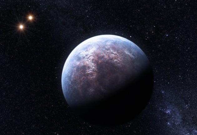 На иллюстрации показана найденная ранее в тройной звездной системе экзопланета Gliese 667. Иллюстрация ESO