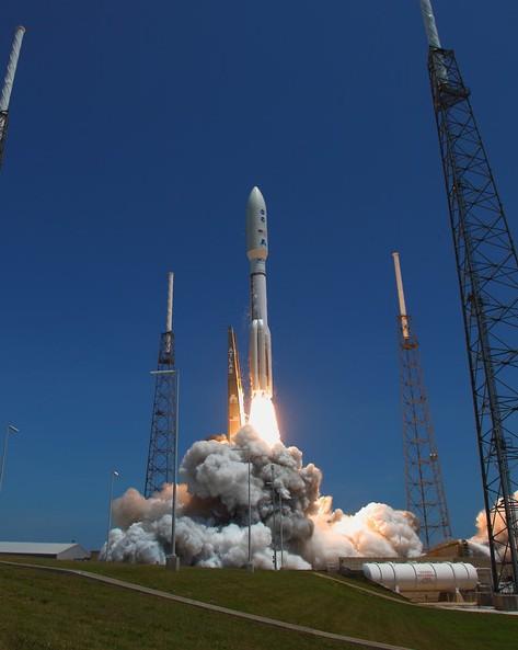 Старт ракета-носителя Atlas V с аппаратом Juno. Фото Alan Walters (awaltersphoto.com)