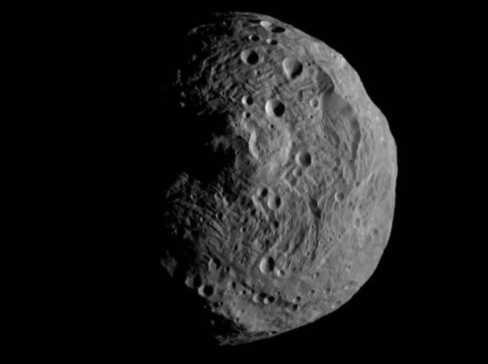 Астероид Веста с расстояния 15 000 километров. Фото NASA/JPL-Caltech/UCLA/MPS/DLR/IDA