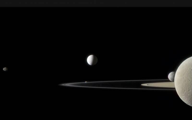 Пять спутников Сатурна. Фото NASA / JPL / SSI. Edited by Jason Major