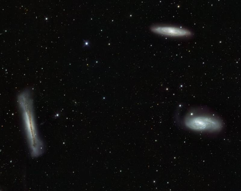 Трио галактик. Фото ESO/INAF-VST/OmegaCAM. Acknowledgement: OmegaCen/Astro-WISE/Kapteyn Institute
