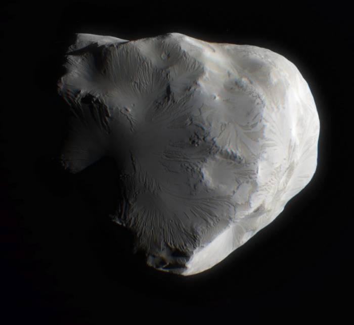 """Снимки спутника Елена , которые выполни зонд """"Кассини"""" 18 июня 2011 года. Фото NASA/JPL-Caltech/Space Science Institute"""