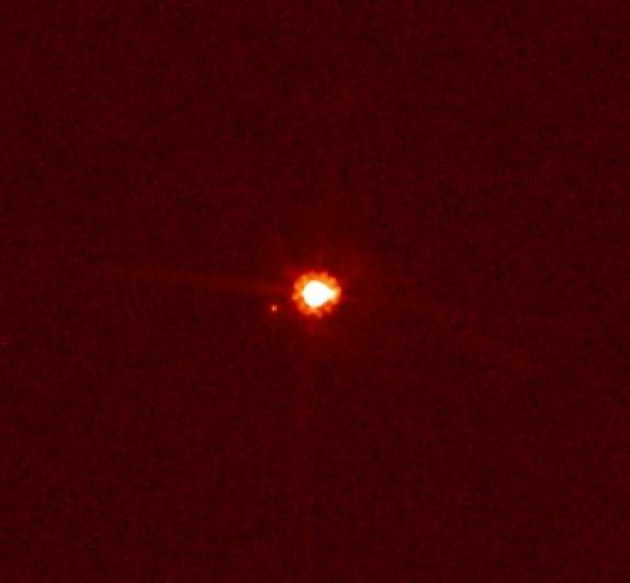 Карликовая планета Эрида со своим спутником Дисномией. Фото NASA, ESA, and M. Brown (California Institute of Technology)