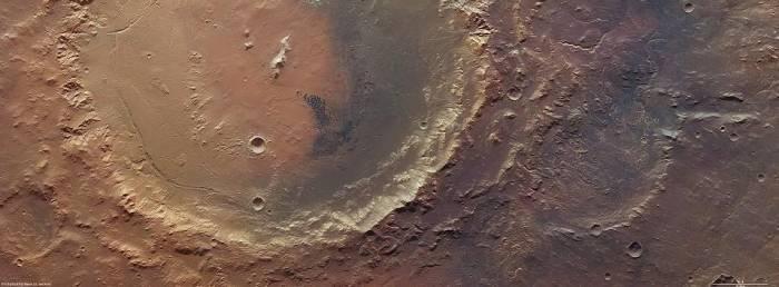 Снимок кратеров Эберсвальда (справа) и Холдена (слева). Фото ESA/DLR/FU Berlin
