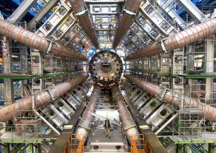 Большой адронный коллайдер. Фото CERN / LHC / GridPP