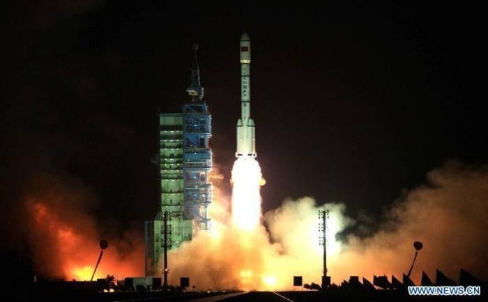 Старт ракета-носителя «Чанчжэн- II-F». Фото Xinhua/Wang Jianmin