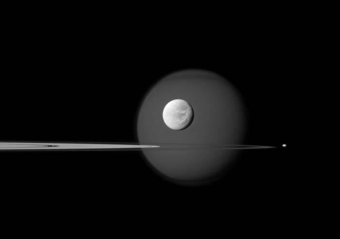 Групповой снимок спутников Сатурна. Фото NASA/JPL-Caltech/Space Science Institute