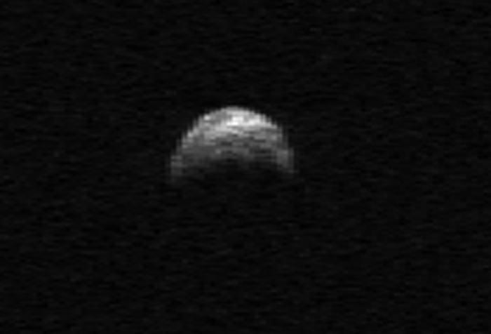 Радиолокационные изображения астероида 2005 YU55, сделанное в апреле 2010 года. Фото NASA/Cornell/Arecibo.
