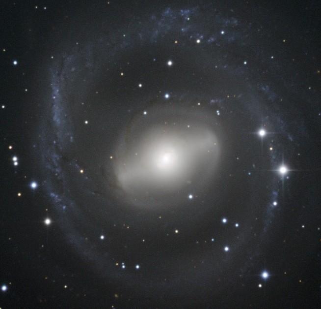 Галактика NGC 2217. Фото ESO