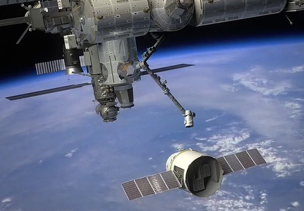 Cтыковка Dragon с МКС. Иллюстрация NASA.