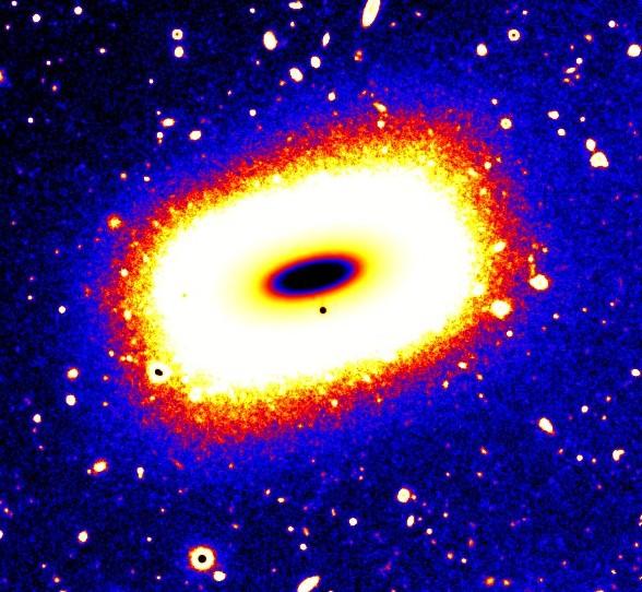 Галактика LEDA 074886. Исследователи сравнивают ее с ограненным изумрудом. Изображение выполнено в псевдоцветах. Исследователи сравнивают ее с ограненным изумрудом.