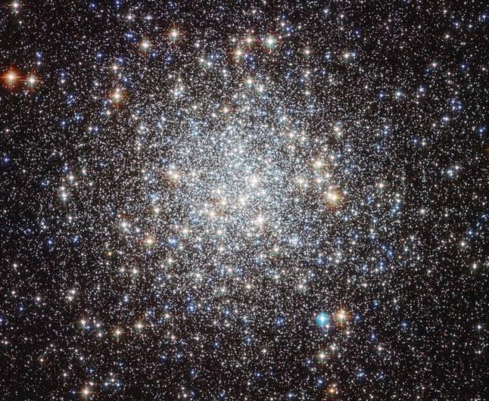 Шаровое скопление M9. Фото NASA & ESA