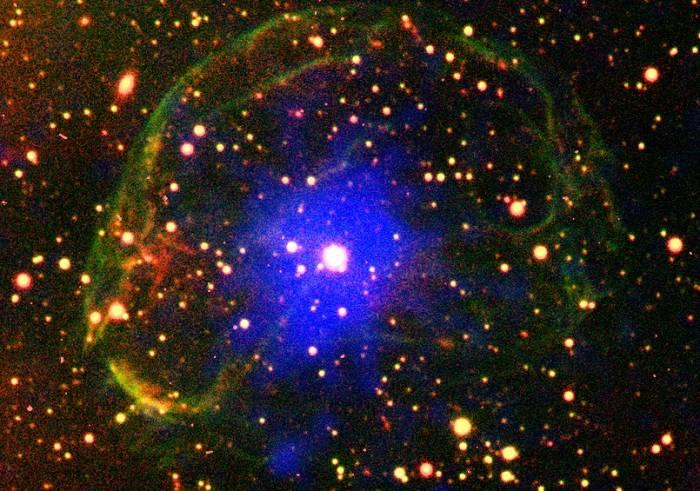Пульсар SXP 1062 внутри оболочки газа, образовавшейся в результате взрыва сверхновой. Фото ESA/XMM-Newton/ L.Oskinova/ M.Guerrero; CTIO/R.Gruendl/Y.H.Chu