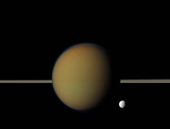 Титан и Тетис. Фото NASA/JPL-Caltech/Space Science Institute