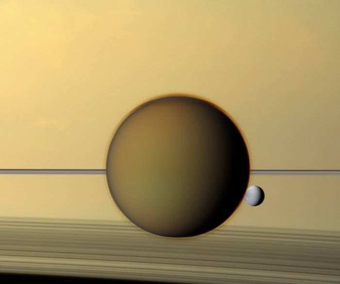 Титан и Диона. Фото NASA/JPL-Caltech/Space Science Institute
