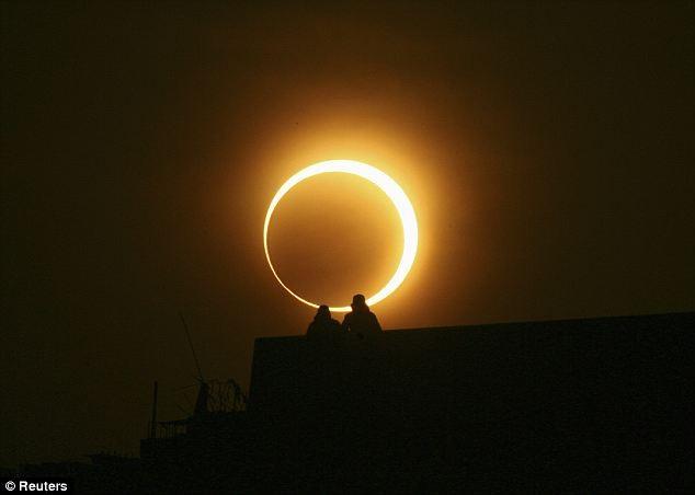 Кольцевое солнечное затмение.