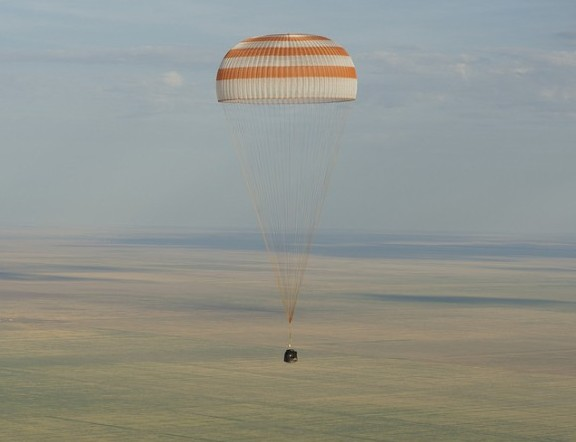 Приземление спускаемой капсулы аппарата «Союз ТМА-04М».