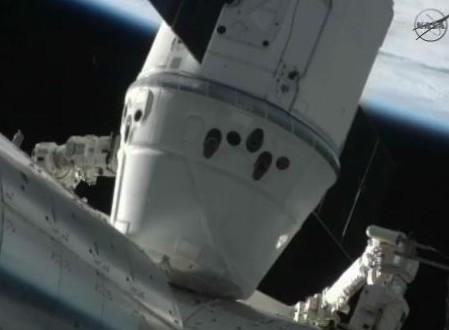 Dragon пристыкованный к МКС.