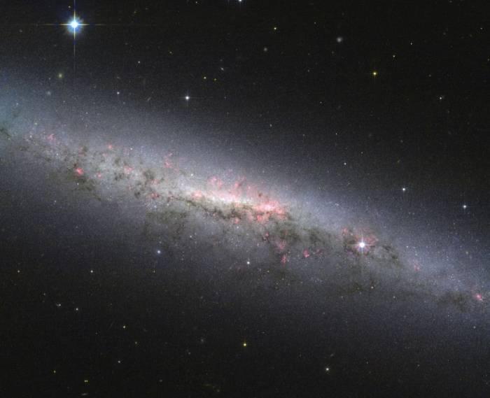 Спиральная галактика NGC 7090.