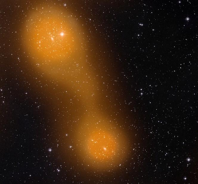 Галактические скопления Abell 399 и Abell 401, соединённые мостом из раскалённого газа.