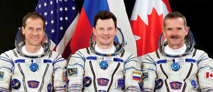 Экипаж корабля «Союз ТМА-07М» (слева-направо): Т. Машбёрн, Р. Романенко, К. Хадфилд.