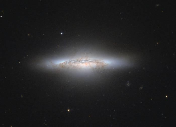 Линзовидная галактика NGC 5010.