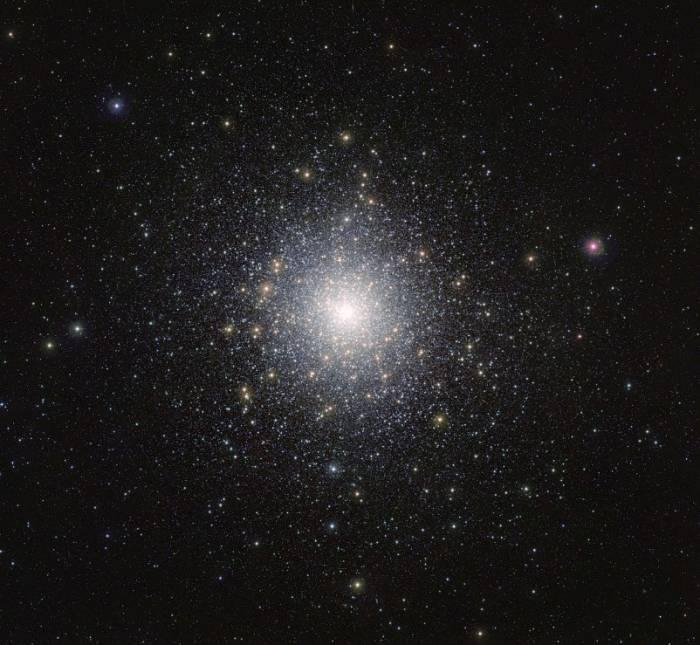 Шаровое скопление NGC 104.