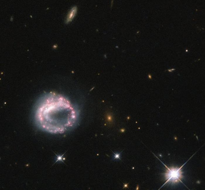 Кольцевая галактика Zw II 28.