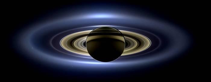 Мозаика планеты Сатурн с его кольцами, получена аппаратом Кассини.