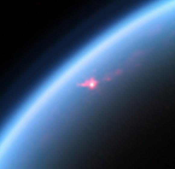 Солнечные блики на Титане, отраженные от моря.