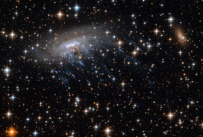 Галактика ESO 137-001 в видимом диапазоне.